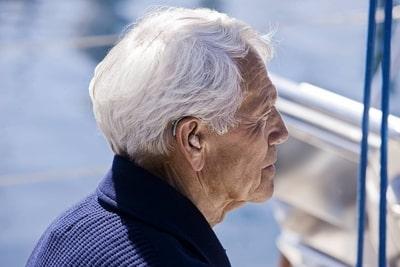 Потеря слуха у пожилых людей
