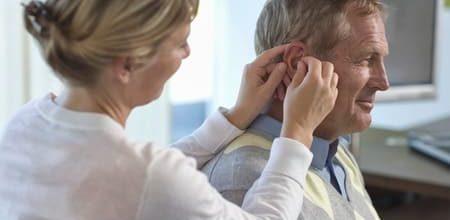 использование слухового аппарата впервые